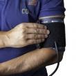 L'intérêt de savoir comment prendre sa tension au poignet manuellement